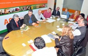 """El ministro de Asuntos Agrarios, Alejandro """"Topo"""" Rodríguez, encabezó una reunión de la Comisión de Emergencia y Desastre Agropecuario de la Provincia de Buenos Aires."""