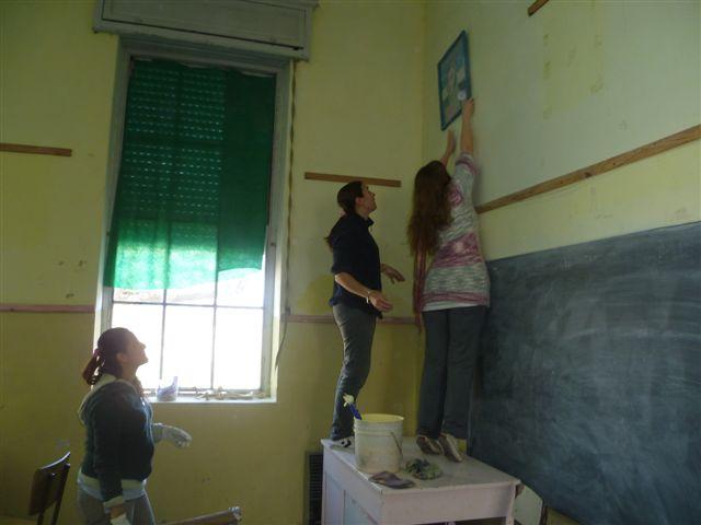 Las madres también llevaron a cabo trabajos de pintura.