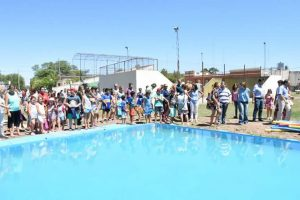 La semana pasada se inauguró la pileta municipal en Castilla.