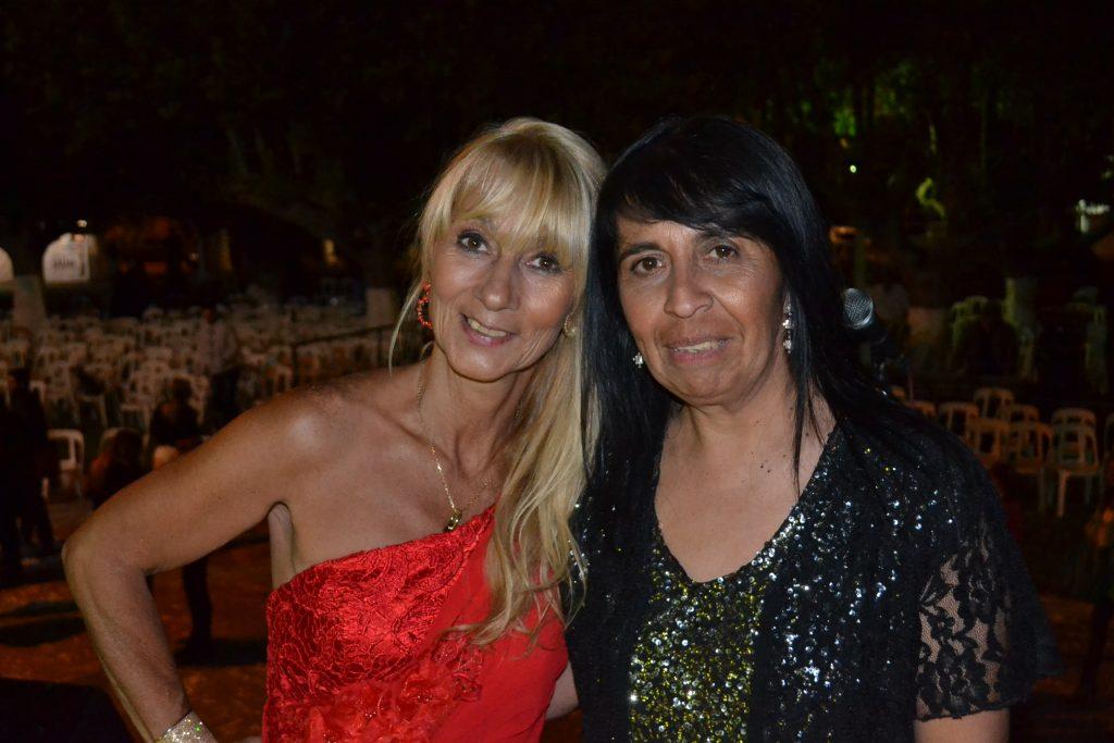 Mónica del Castillo y maría del Carmen Linconao, en la conducción de la fiesta.