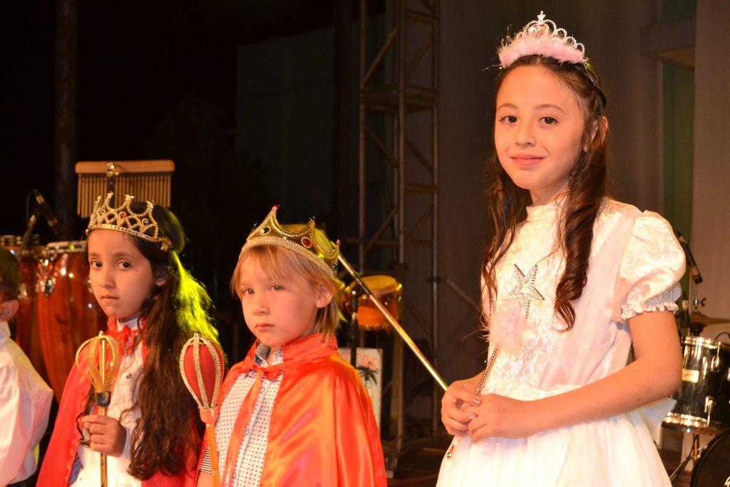 Paula Agüero, fue coronada Hada Primavera, junto a sus Pimpollos, Luzmila Montiel y Michael Sánchez