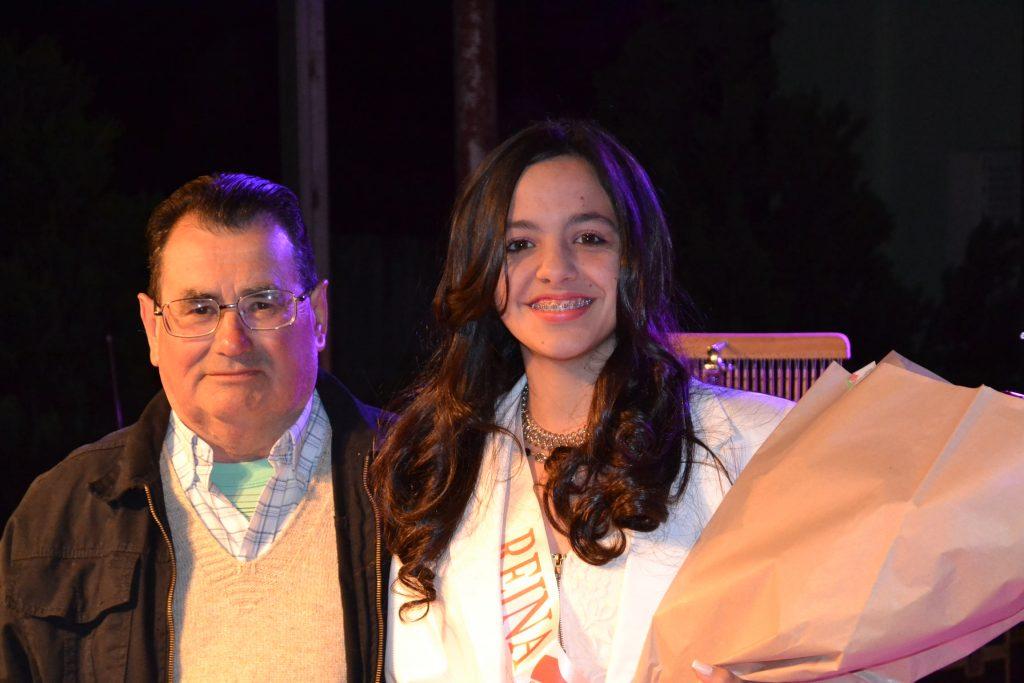 Hugo Pérez, presidente del Club Defensores junto a la candidata a reina de esa Institución.