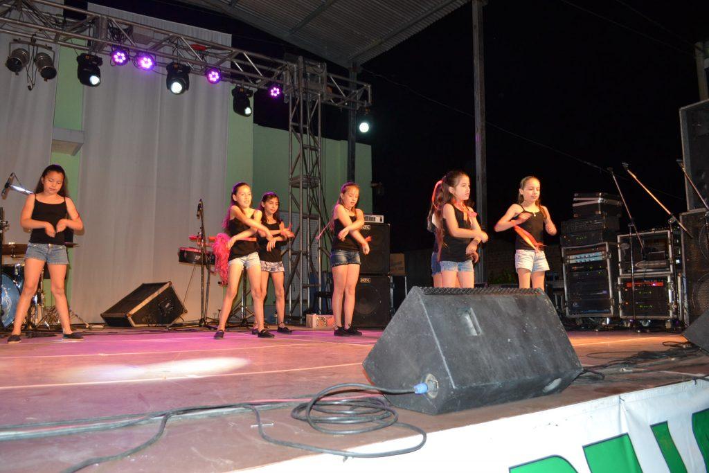 Taller de Danza , de la EAC sub sede Rawson, a cargo de Nadia Engwerda