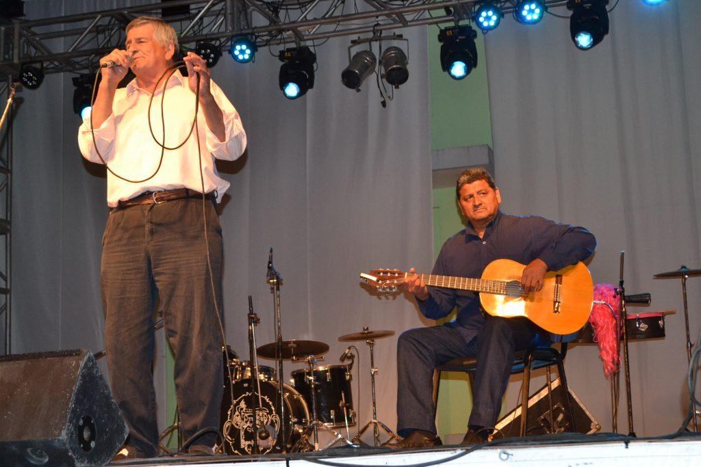Tati Burgos, acompañado por Manuel Ojeda.