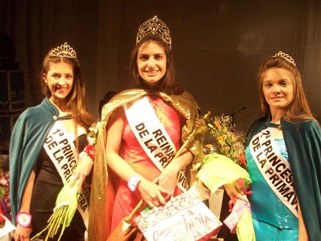 Luego de ser coronadas la 1º Princesa Mariana Pardik, Abigail Sánchez, Reina y Tamara Fernández, 2º Princesa.