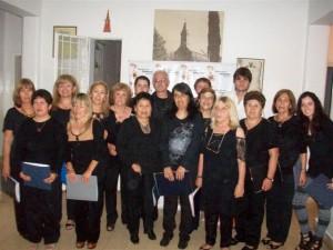 Coro de la Escuela de Actividades Culturales de Rawson, dirigido por el profesor Christian Fagan.