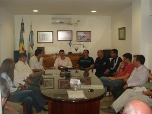 Candidatos del FPCyS en el Cuartel de Bomberos Voluntarios de Chacabuco.