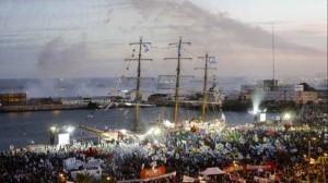 La Fragata Libertad entrando al Puerto de Mar del Plata.