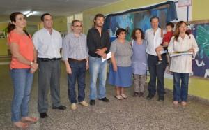 El legislador Rubén Darío Golía entregó un subsidio en la Escuela 22 de Chacabuco.