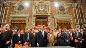 El Intendente Municipal Dr. Golía firmó esta tarde dos importantes convenios a La Plata.