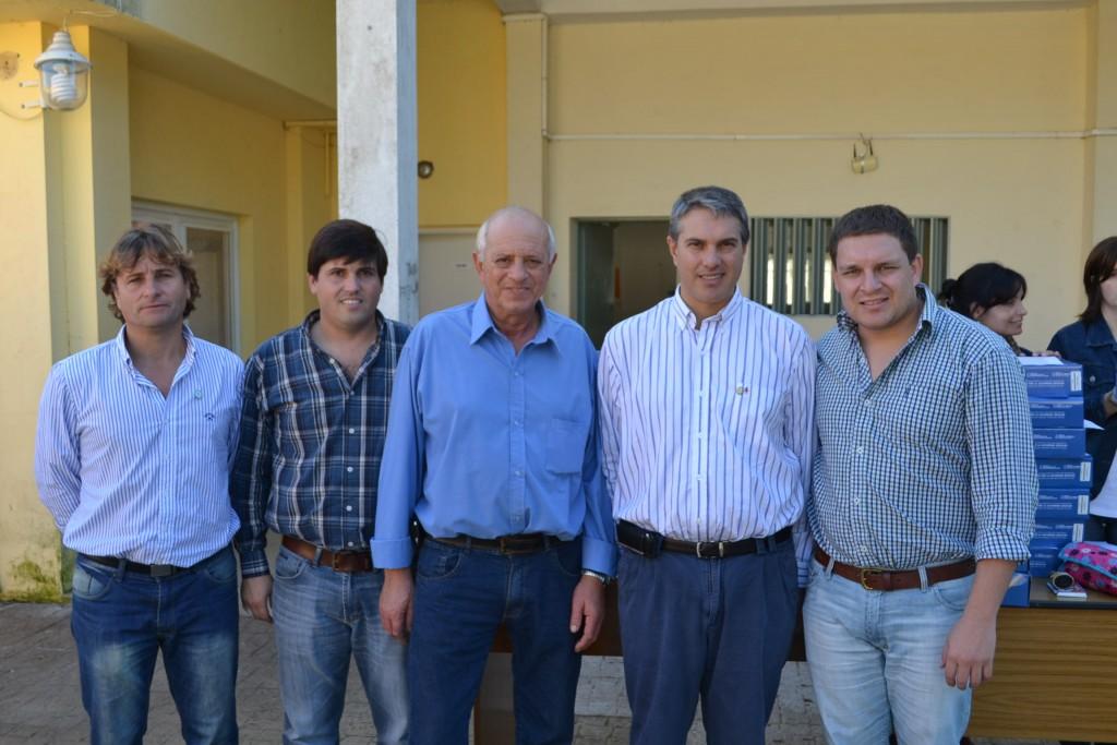 20/5/15- El actual diputado Provincial y actual candidato a intendente, Darío Golía, presidió el acto de entrega de netbooks en la Escuela Secundaria Nº 2 de Rawson. Información en desarrollo.