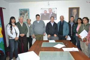 Entrega de subsidios y banderas de ceremonia a instituciones de Chacabuco.
