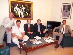 Darío Golía junto a funcionarios de la Cooperativa gestionaron la instalación de un cajero en la institución.