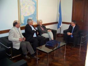 El legislador Rubén Darío Golía, recibió el jueves a integrantes de la Federación de Podólogos y Pedicuros de la provincia de Buenos Aires