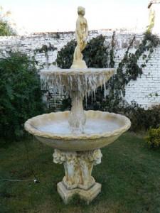 Otra imagen de la fuente congelada.