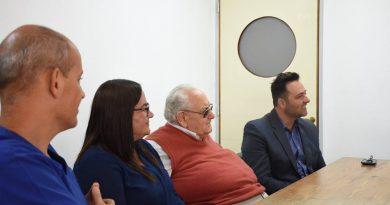 Aiola con miembros de la Fundación del Hospital de Chacabuco