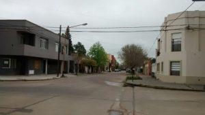 Calle Corrientes entre Alberdi y Zapiola: mano única.