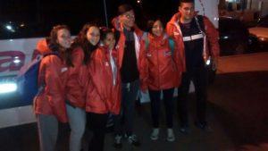 Los atletas de Rawson, antes de la partida a Mar del Plata.