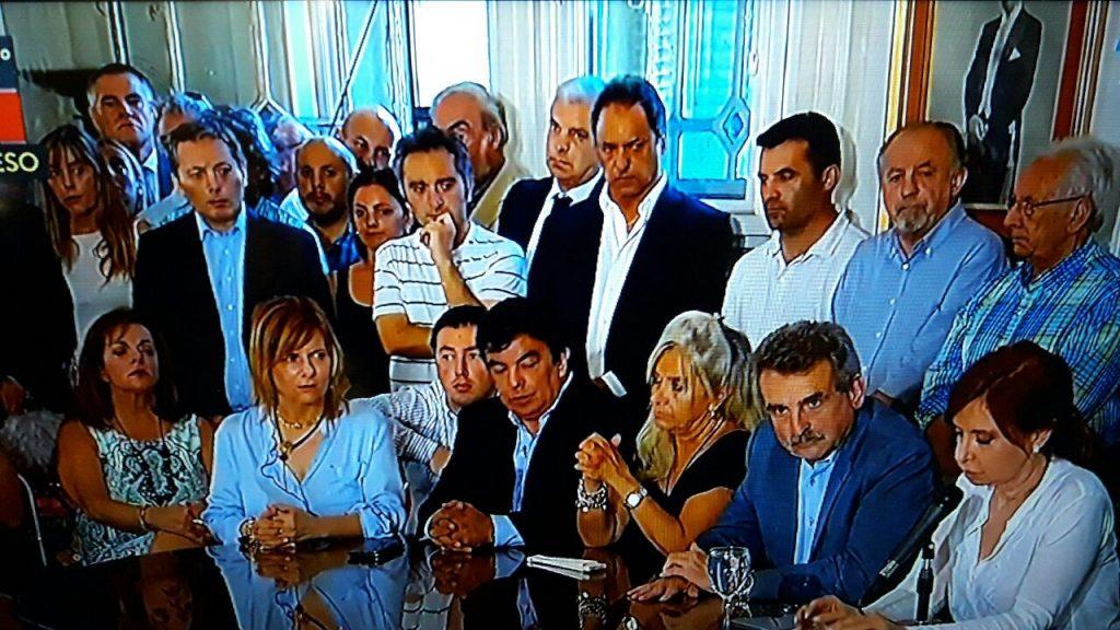 """7/12/17- Cristina Elisabet Kirchner, rodeada de legisladores y dirigentes del Frente para la Victoria y Unidad Ciudadana, sostuvo que la acusación en su contra por traición a la patria está basada en """"una causa inventada sobre hechos que no existieron""""."""