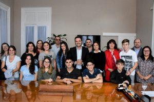 Estudiantes secundarios antes de partir a La Plata.