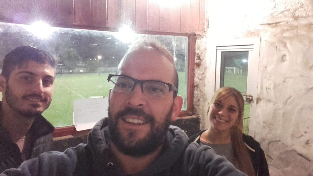 Los responsables de la trnasmisión del fútbol. Leonardo, Damián y Gabriela