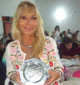 Mónica del Castillo reconocida por el Club Defensores.