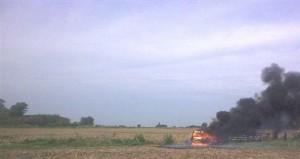 El fuego destruyó auto de vecino de Rawson.