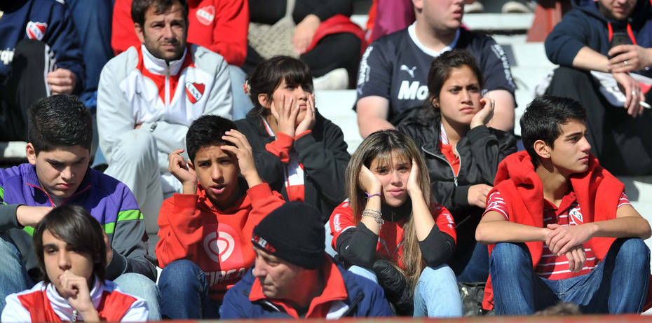 15.6.13- Independiente de Avellaneda cayó 1-0 como local ante San Lorenzo y dejó ir la última esperanza que le quedaba de permanecer en Primera. Jugará en la próxima temporada en la B Nacional. Foto: clarin.com.ar