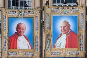 Juan Pablo II y Juan XXIII.