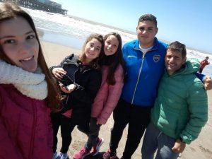 Juanita, Manuela, Gianna, Nicolás y Marcelo en la playa Bristol.