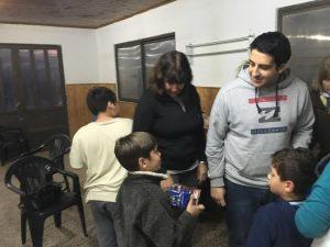 Donan juguetes a los niños del Hogar Miguel Máximo Gil