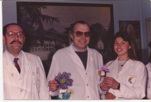 El Dr. Jorge Ilich con la ex Alumna Julia Soubelet. A su lado el Dr. José Giuri.