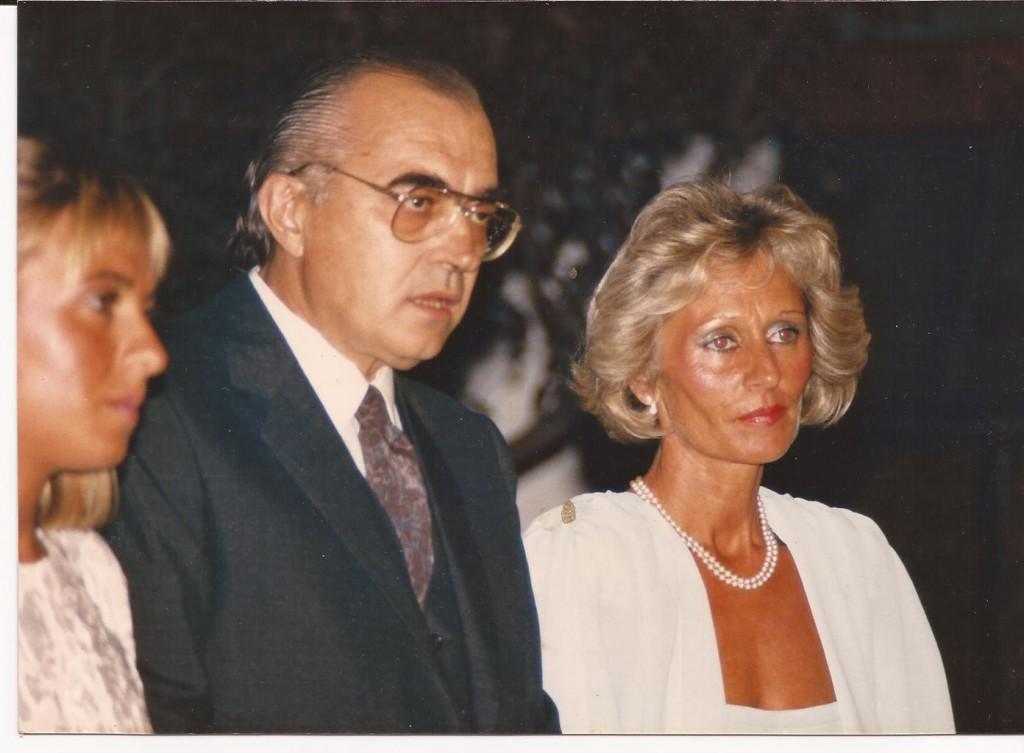 El Dr. Jorge Ilich junto a una de sus hijas, Mariana y su señora Marta Zanlungo.