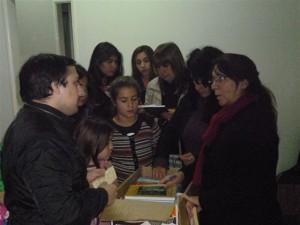 Propuesta Peronista Chacabuco entrega libros.