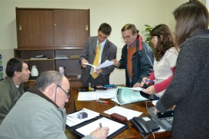 Apertura de ofertas en la Oficina de Compras de la Municipalidad de Chacabuco.