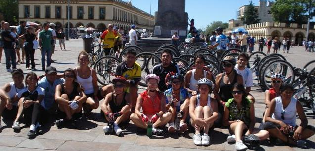 Imagen de algunos de los ciclistas que llegaron a Luján.