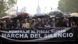 Marcha 18F: bajo la lluvia, miles de personas se movilizaron con los fiscales y la familia de Nisman a Plaza de Mayo