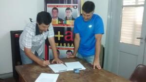 Moro e Iglesias firmando el proyecto.