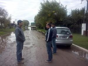 Moro e Iglesias visitaron Rawson. En la imagen, con el referente local Lucas Castro.