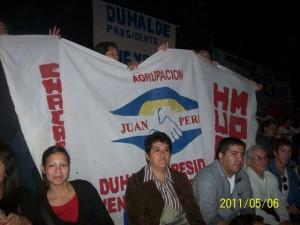 Integrantes de la Agrupación Juan Perón - Unión Popular de Chacabuco en el Luna Park.