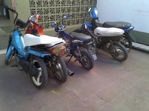 Imagen de las cinco motos secuestradas anoche en Chacabuco.