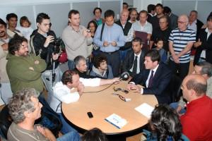 Mariotto atendiendo a la prensa en Junín.