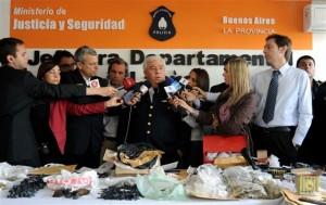 La Policía dando detalles a la prensa de las casi 11 mil dosis de paco secuestradas.