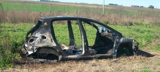 Imagen del Peugeot 307 hallado en acceso a Castilla.
