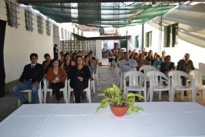 Asistentes al acto en la Comisaría de Chacabuco.