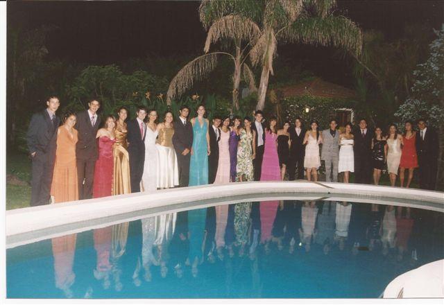 Promoción 2007 antes de ingresar a su Baile de Egresados.