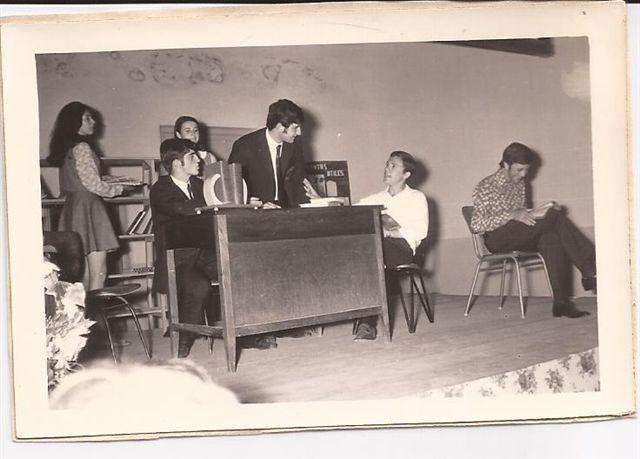 Obra de teatro realizada por alumnos de la promoción 1969: Susana Pérez, Mario Alonso, Juan Lorenzo Vitali, Jorge Penacca, Teresita Ricci y Daniel Micucci.