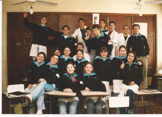 Promoción 2002 en su aula.