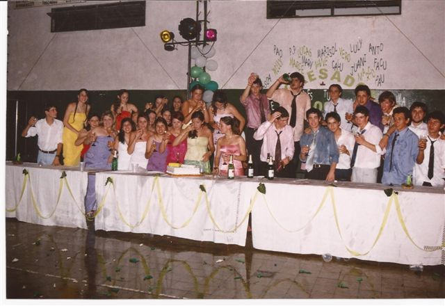 Promoción 2004 en su Baile de Egresados.
