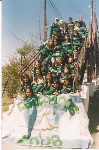 Promoción 2008 momentos antes de partir en su viaje de egresados a San Carlos de Bariloche.